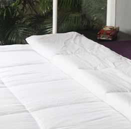 St. Cloud White Gusseted Quilt OLDMG001PHDB