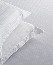 St. Cloud White 300 TC Jacquard King Bedsheet with 2 Pillow Cover STCLDJQD1013