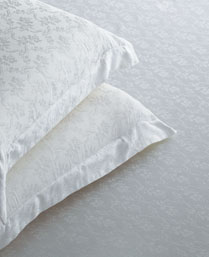 St. Cloud White 300 TC Jacquard King Bedsheet with 2 Pillow Cover STCLDJQD1018